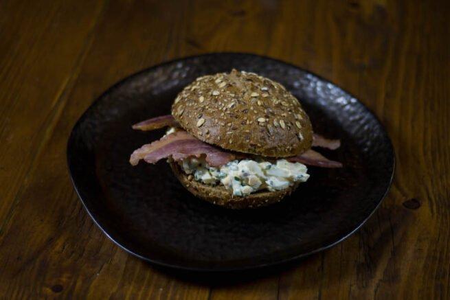 Broodje Eiersalade met bacon